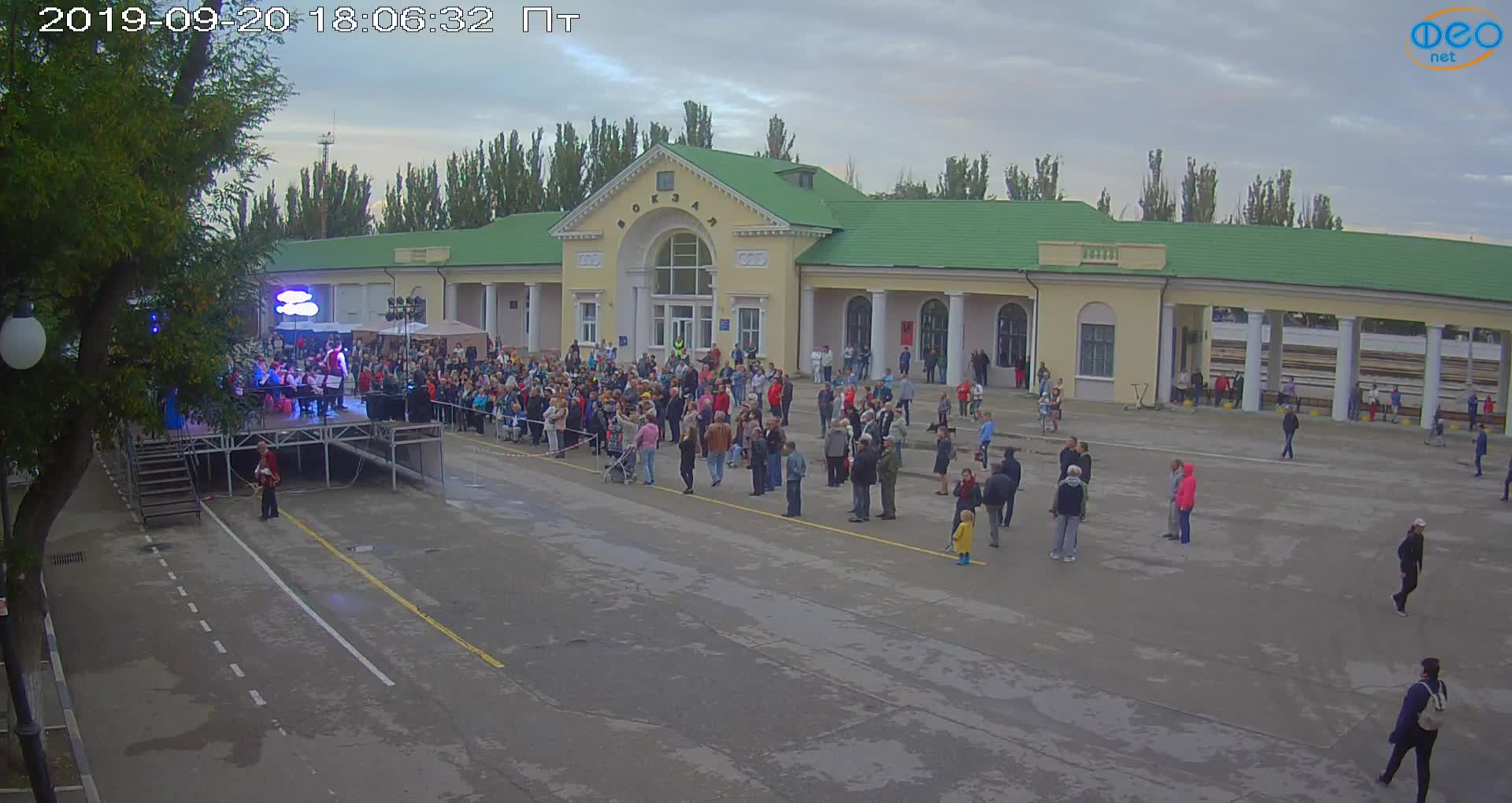 Веб-камеры Феодосии, Привокзальная площадь, 2019-09-20 18:23:07