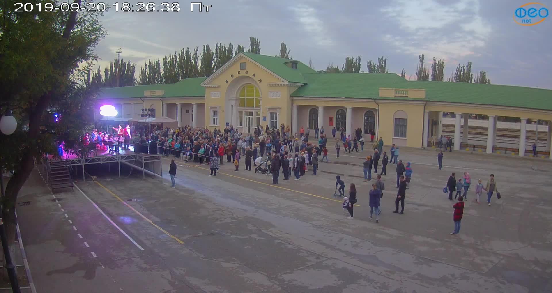Веб-камеры Феодосии, Привокзальная площадь, 2019-09-20 18:43:08