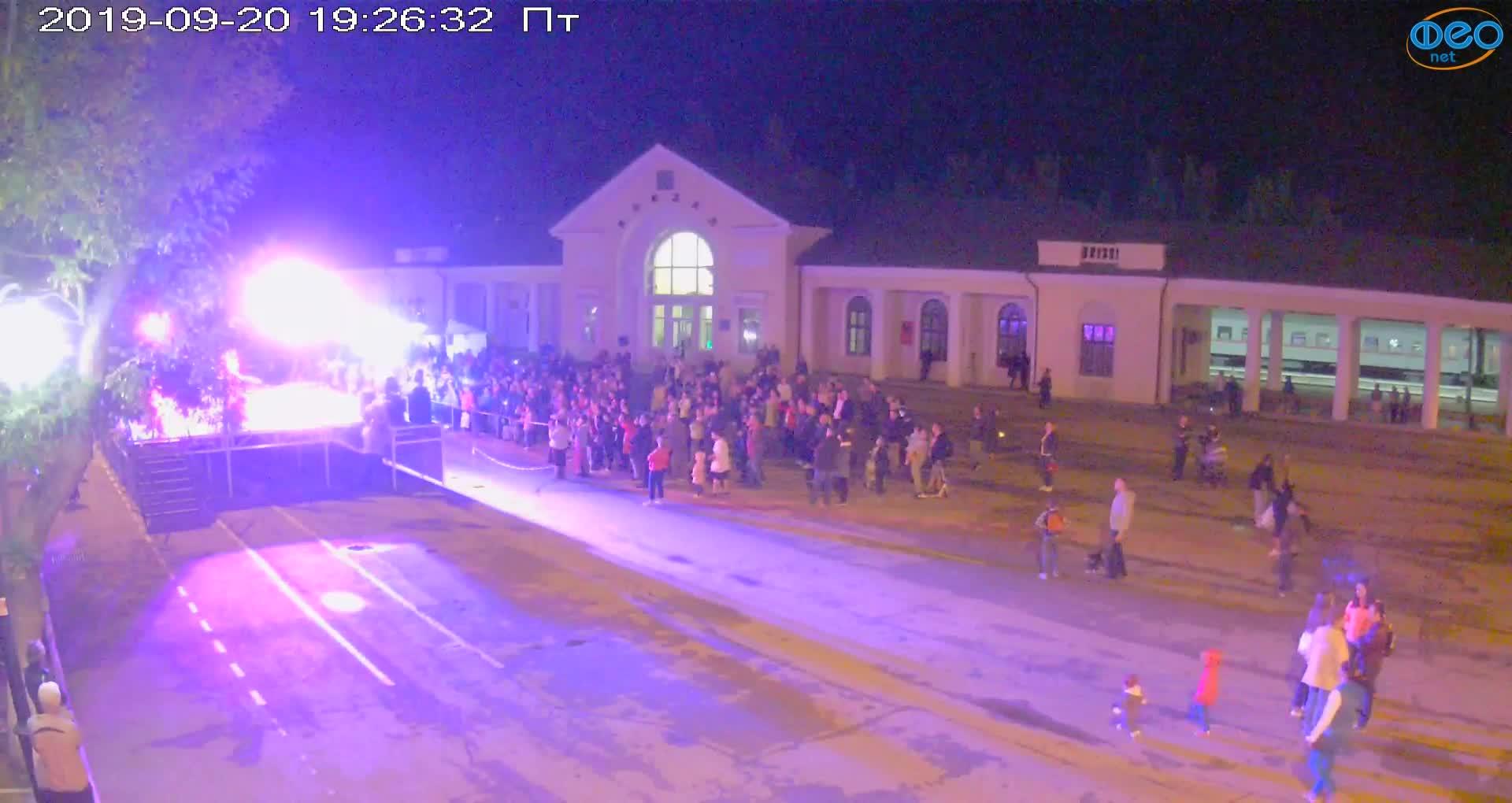Веб-камеры Феодосии, Привокзальная площадь, 2019-09-20 19:43:08