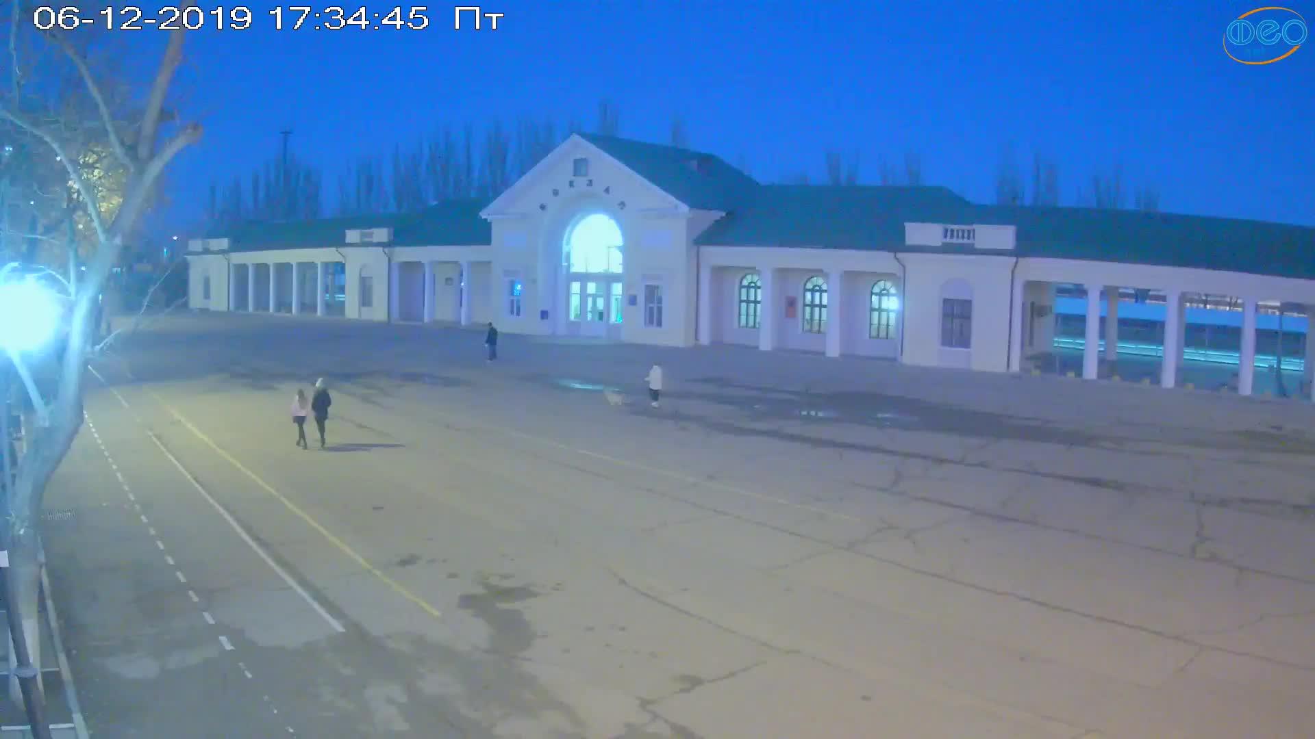 Веб-камеры Феодосии, Привокзальная площадь, 2019-12-06 17:35:08
