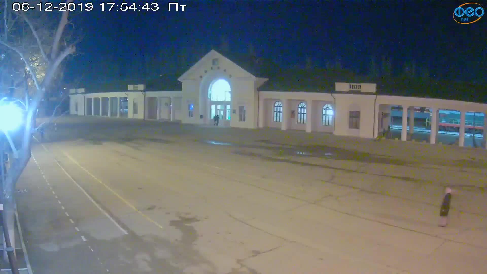 Веб-камеры Феодосии, Привокзальная площадь, 2019-12-06 17:55:09
