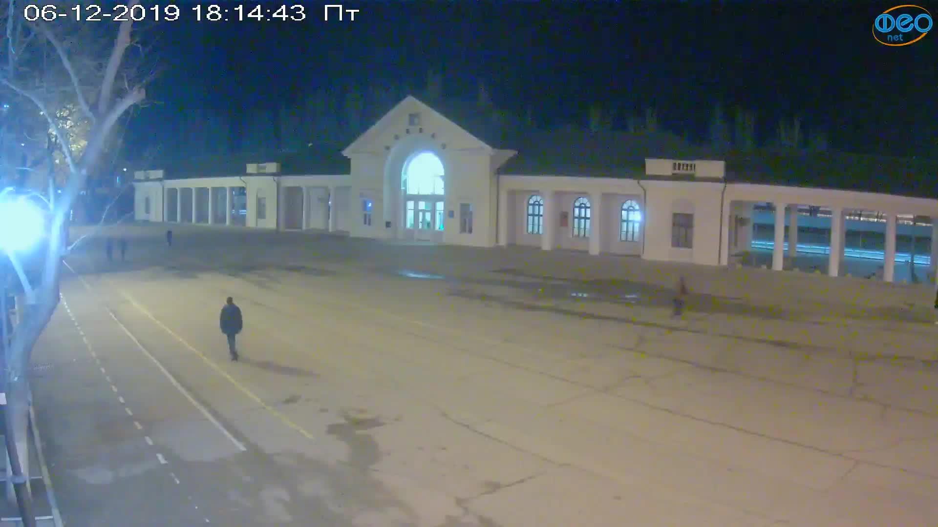 Веб-камеры Феодосии, Привокзальная площадь, 2019-12-06 18:15:09