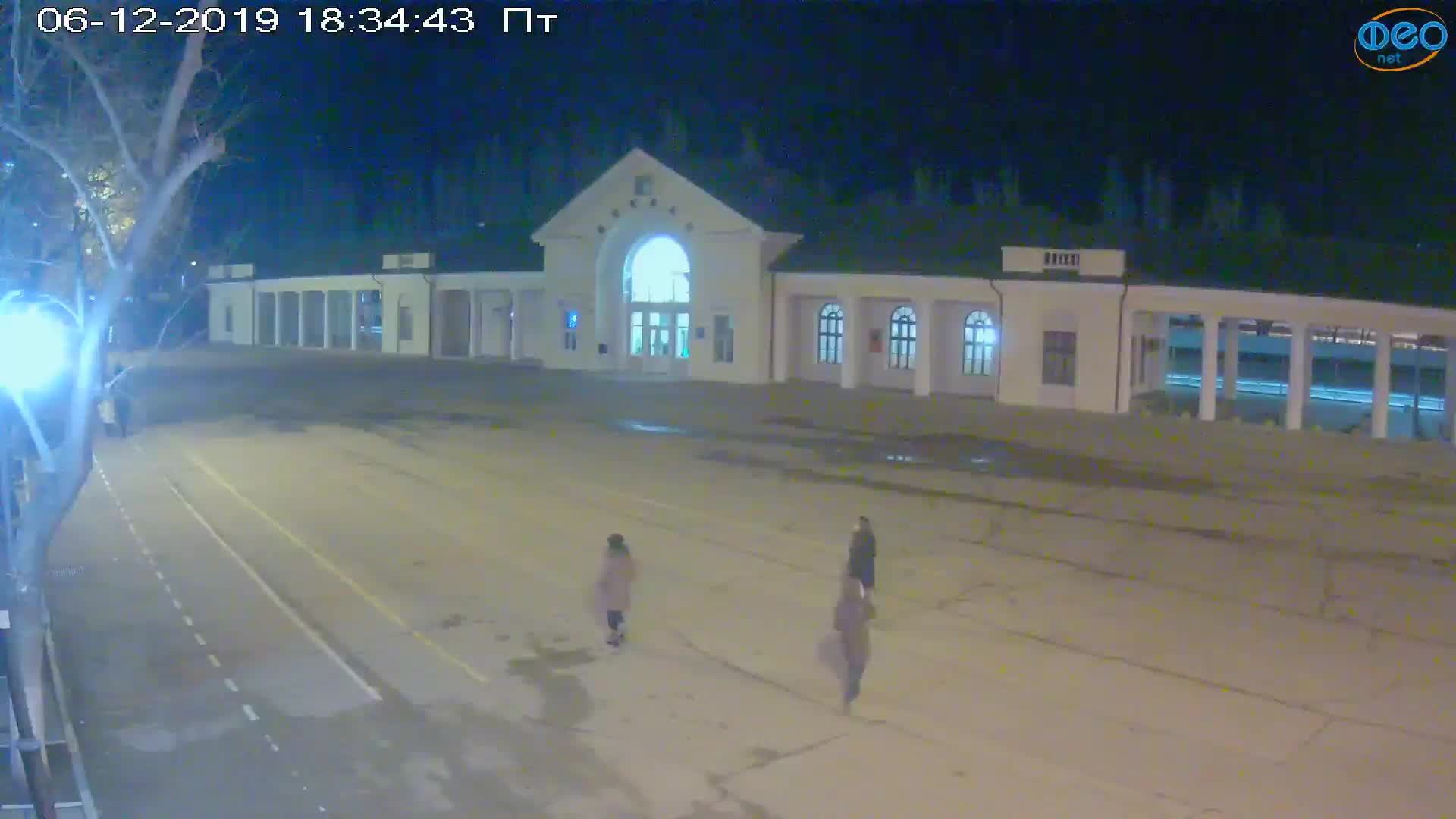 Веб-камеры Феодосии, Привокзальная площадь, 2019-12-06 18:35:09