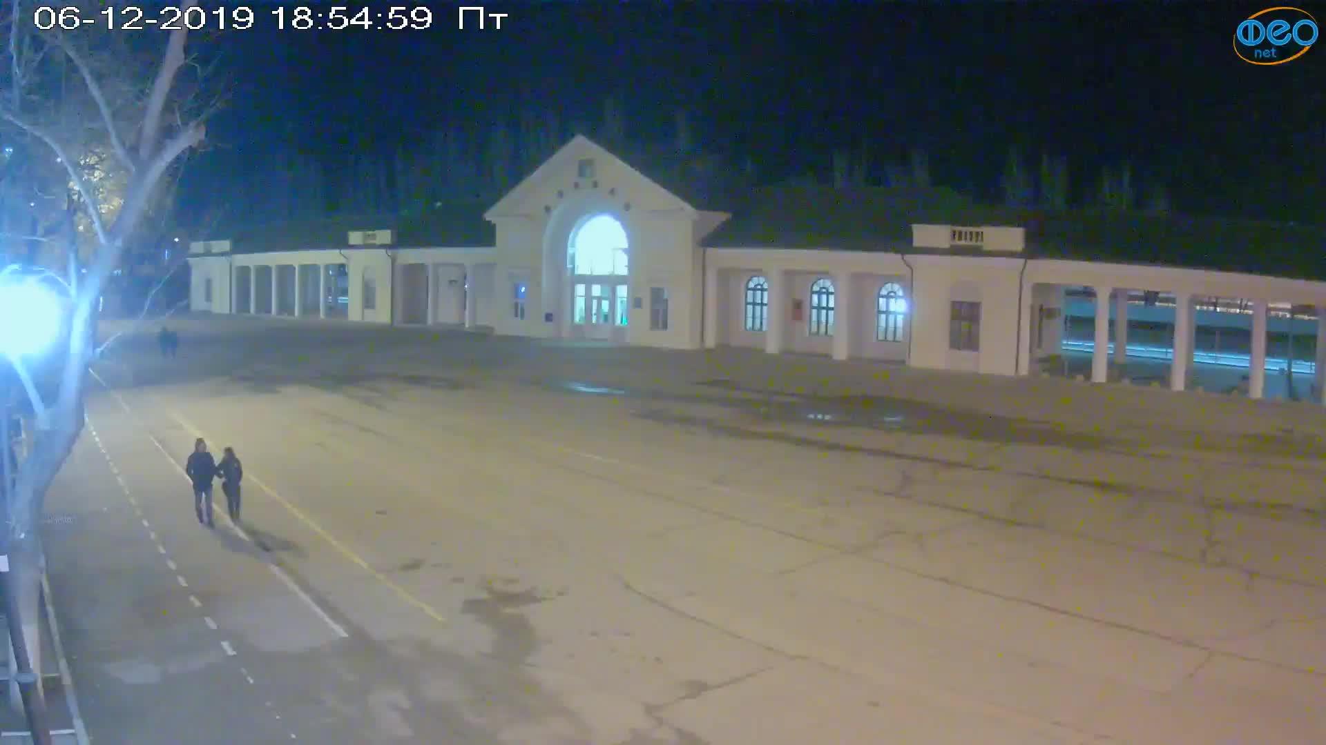 Веб-камеры Феодосии, Привокзальная площадь, 2019-12-06 18:55:18