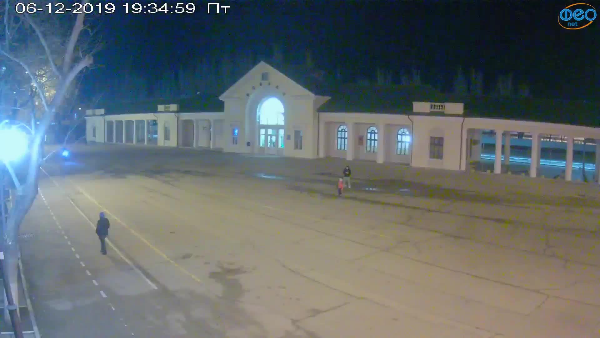 Веб-камеры Феодосии, Привокзальная площадь, 2019-12-06 19:35:19