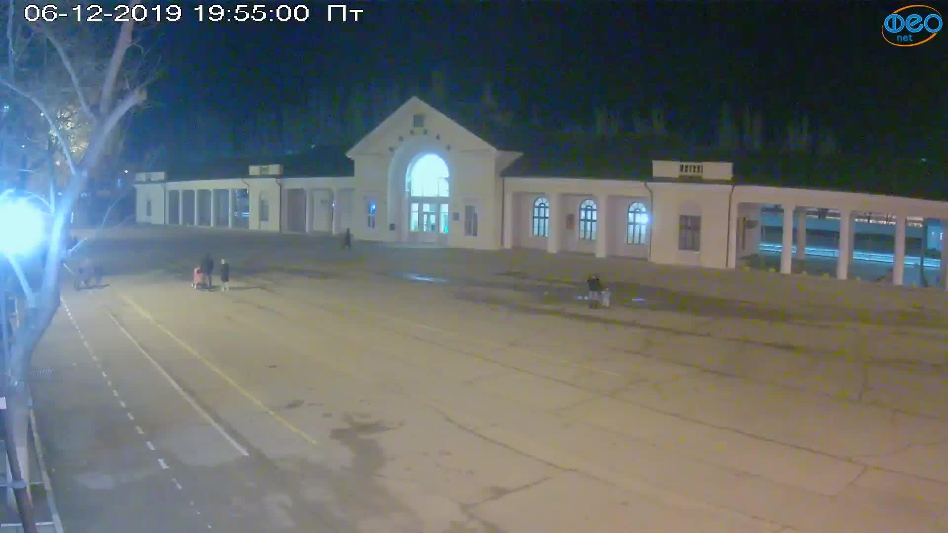 Веб-камеры Феодосии, Привокзальная площадь, 2019-12-06 19:55:21