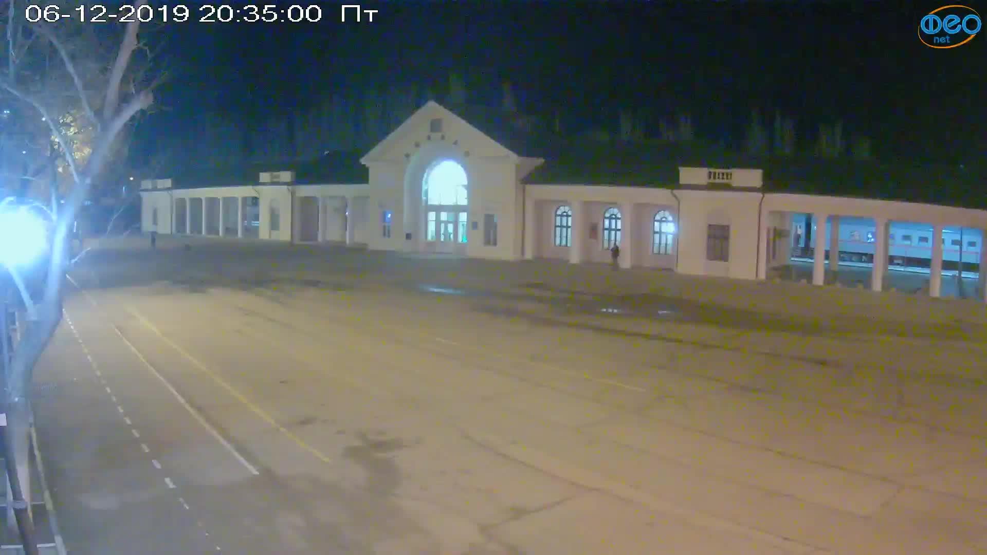 Веб-камеры Феодосии, Привокзальная площадь, 2019-12-06 20:35:20