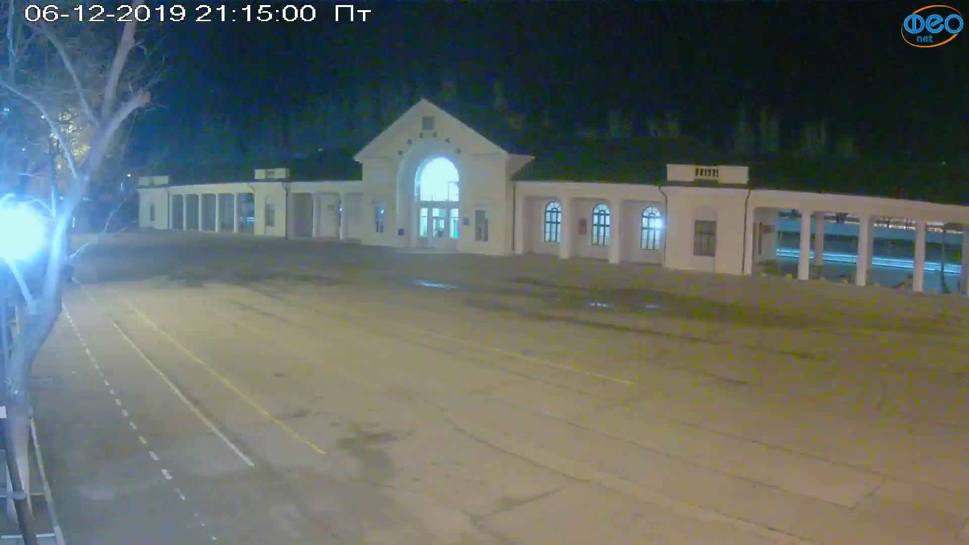 Веб-камеры Феодосии, Привокзальная площадь, 2019-12-06 21:15:22