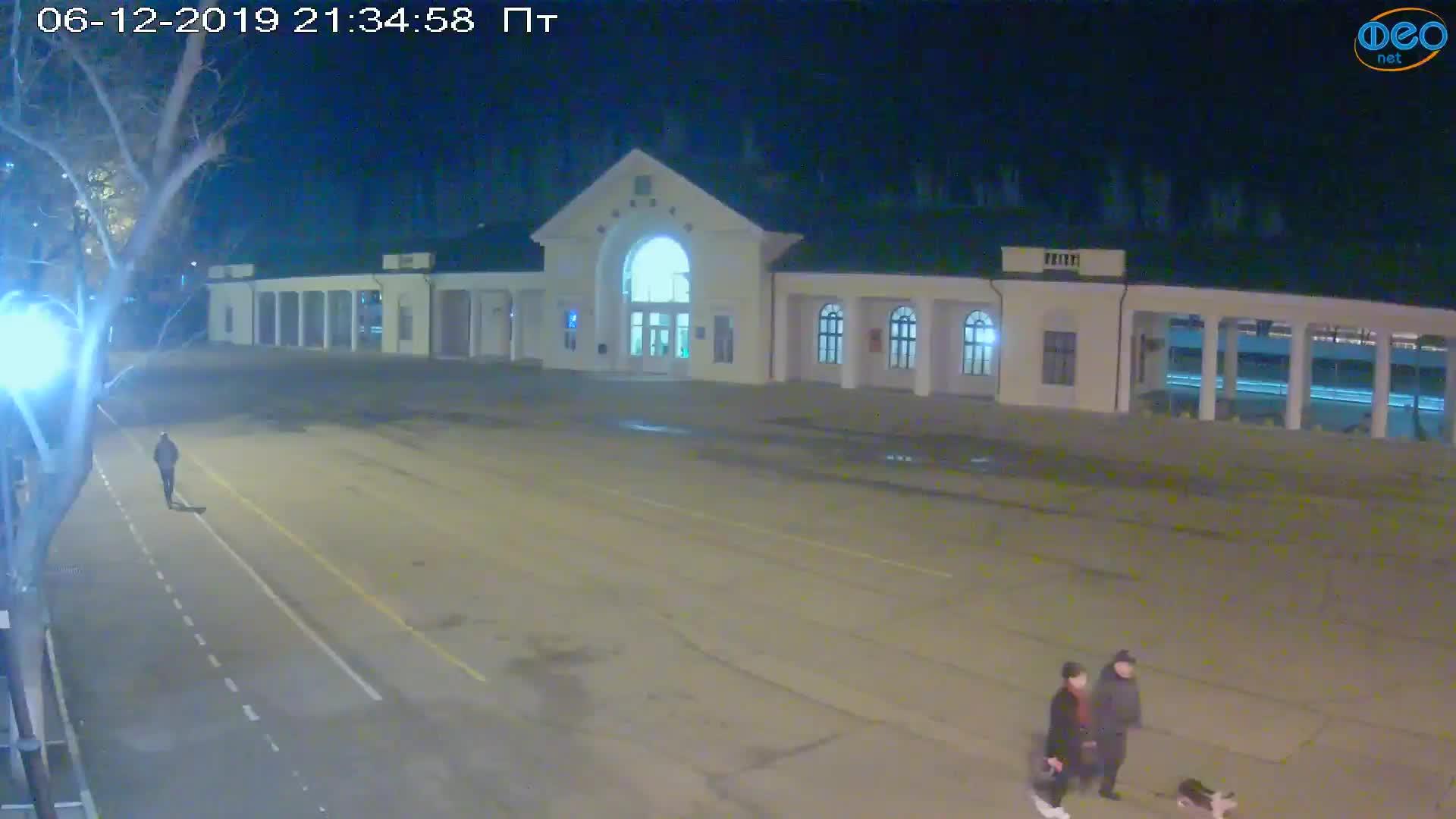 Веб-камеры Феодосии, Привокзальная площадь, 2019-12-06 21:35:17