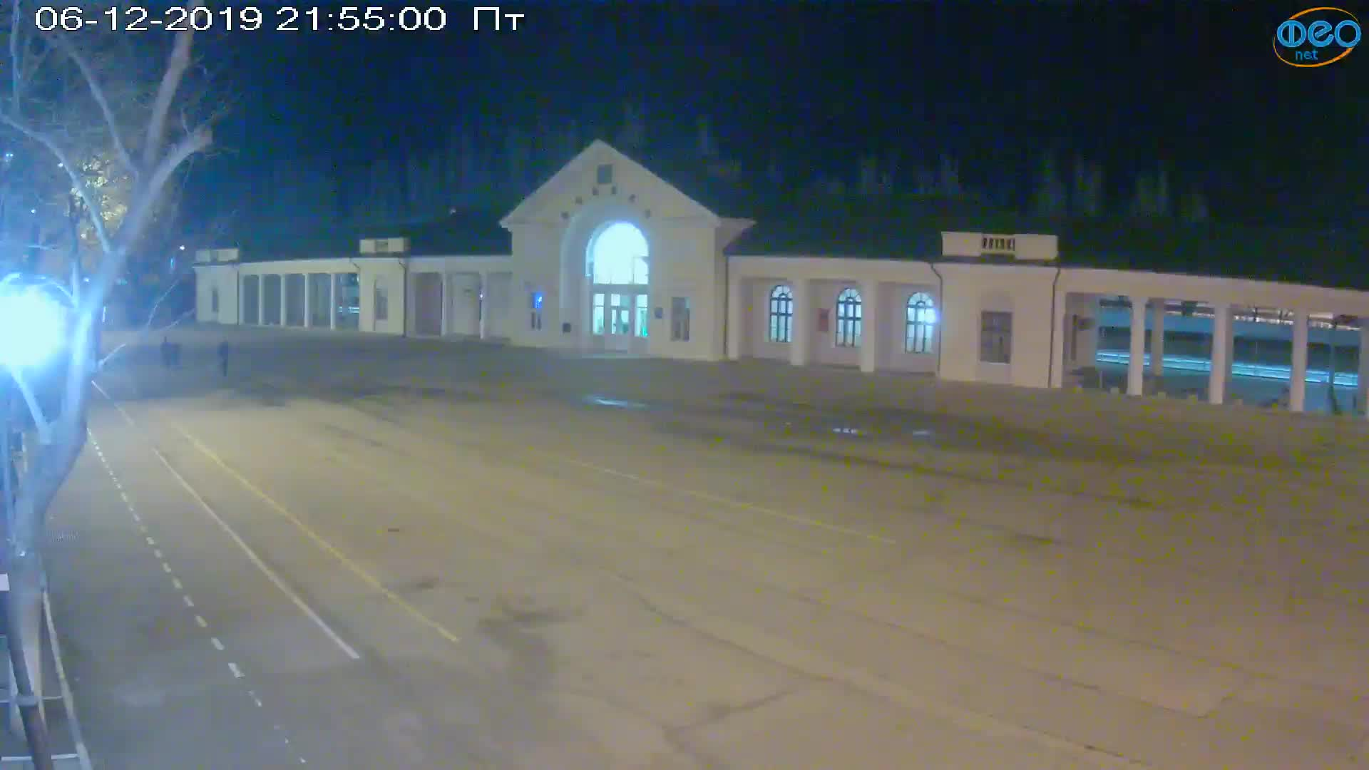 Веб-камеры Феодосии, Привокзальная площадь, 2019-12-06 21:55:22