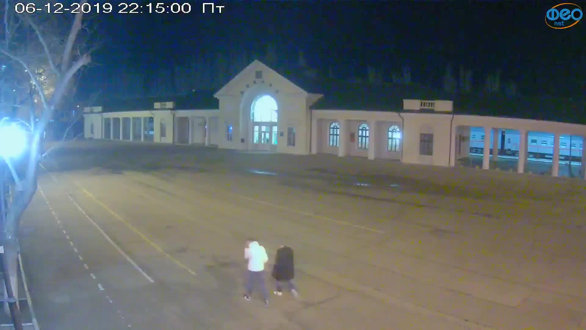 Веб-камеры Феодосии, Привокзальная площадь, 2019-12-06 22:15:23