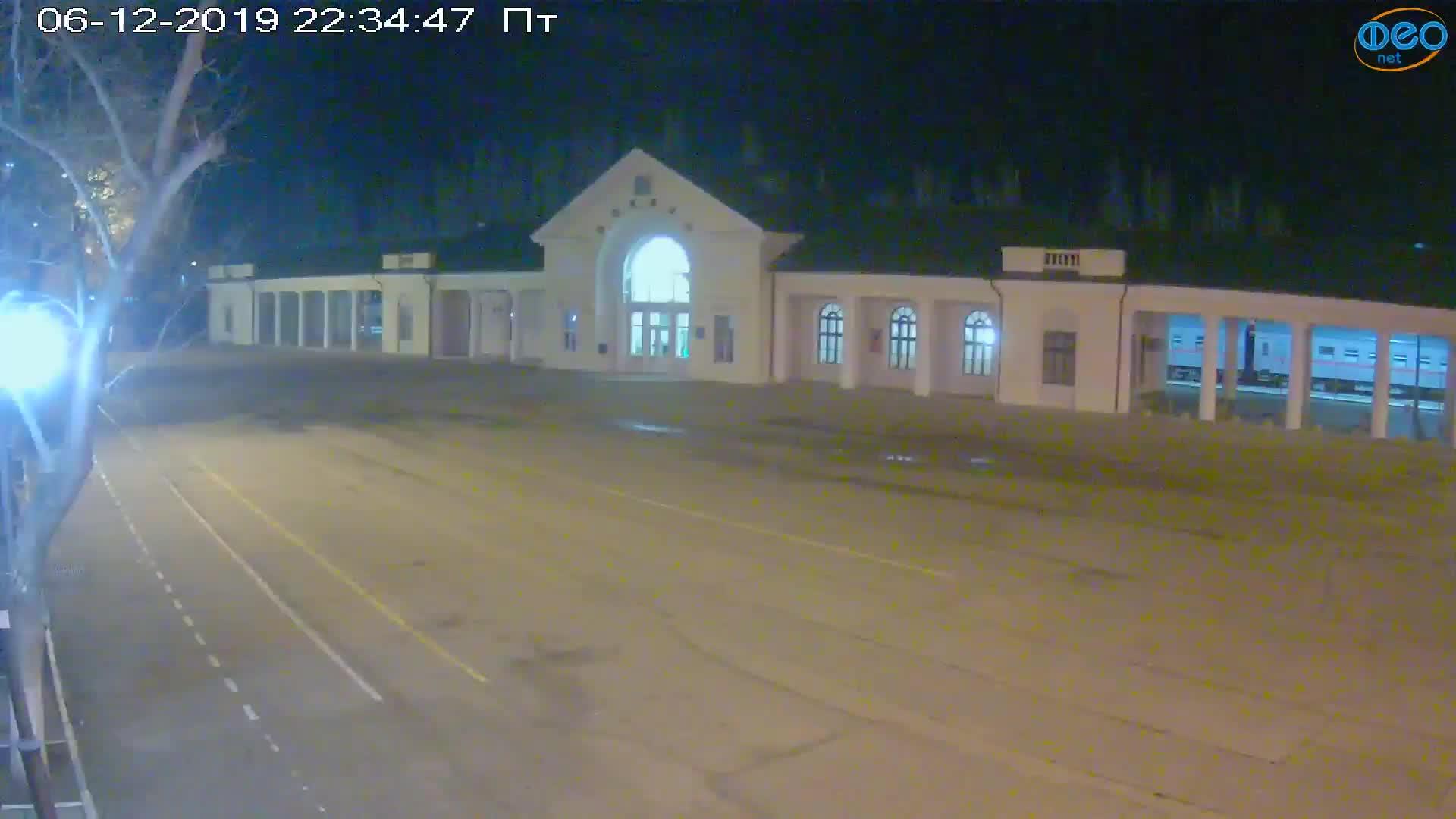 Веб-камеры Феодосии, Привокзальная площадь, 2019-12-06 22:35:09