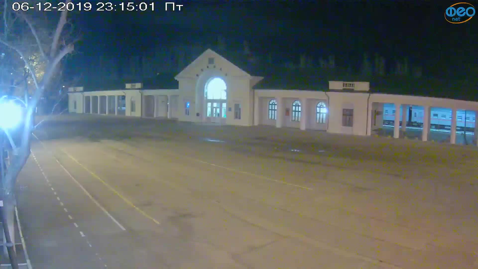 Веб-камеры Феодосии, Привокзальная площадь, 2019-12-06 23:15:19