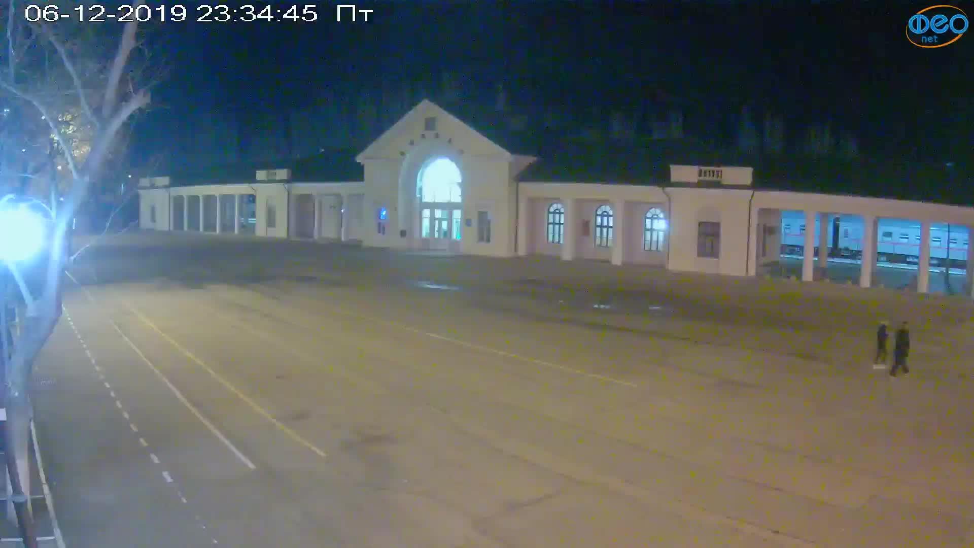 Веб-камеры Феодосии, Привокзальная площадь, 2019-12-06 23:35:09