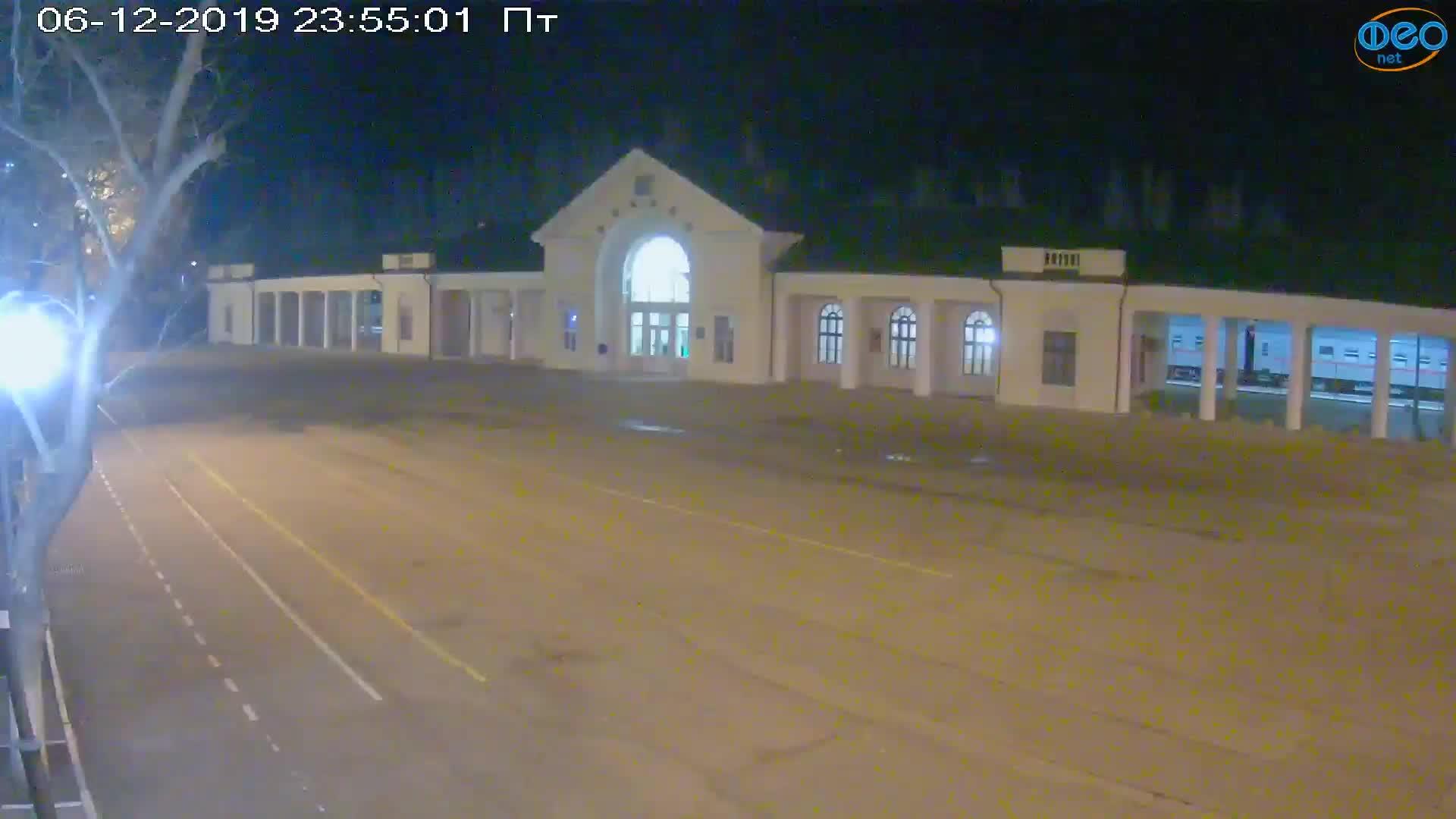 Веб-камеры Феодосии, Привокзальная площадь, 2019-12-06 23:55:19
