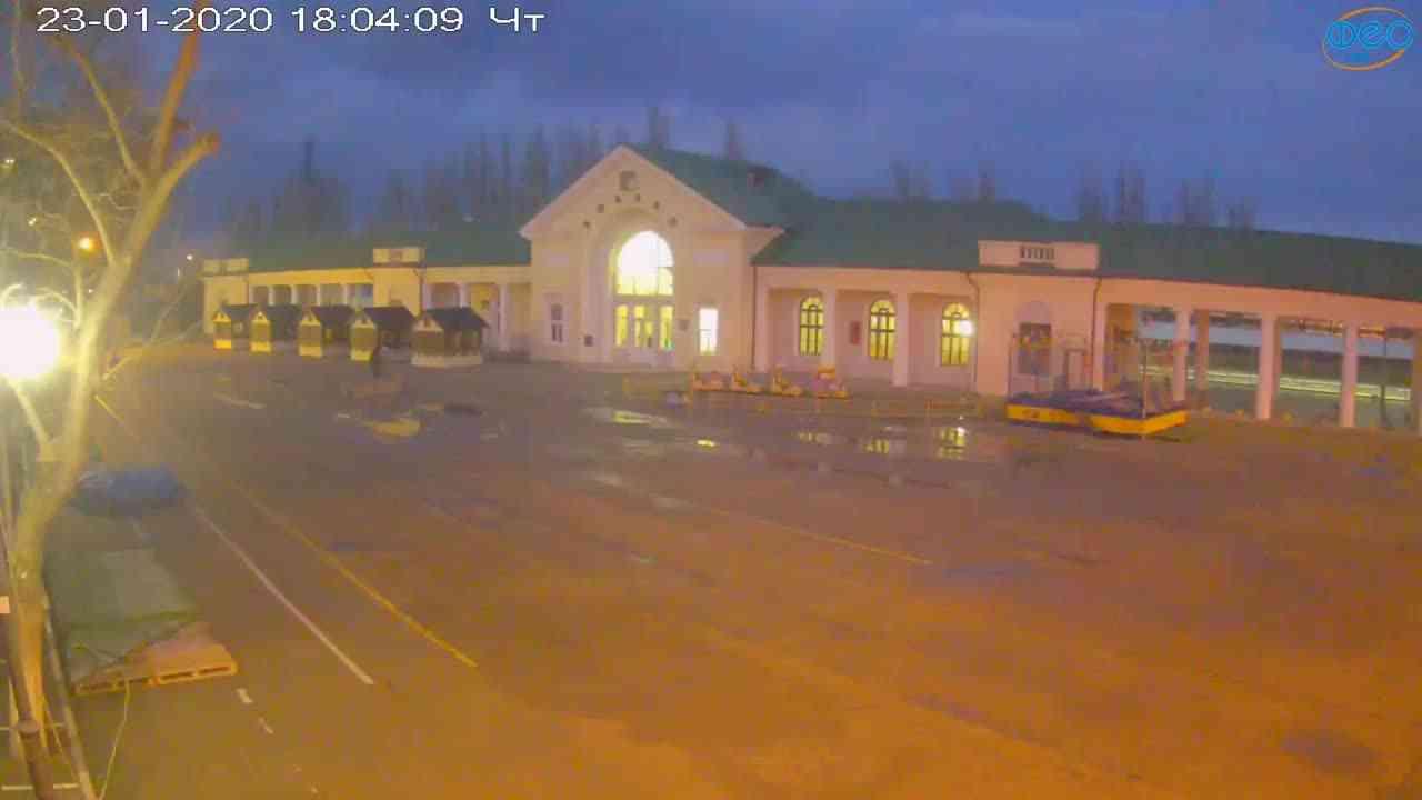 Веб-камеры Феодосии, Привокзальная площадь, 2020-01-23 18:05:08