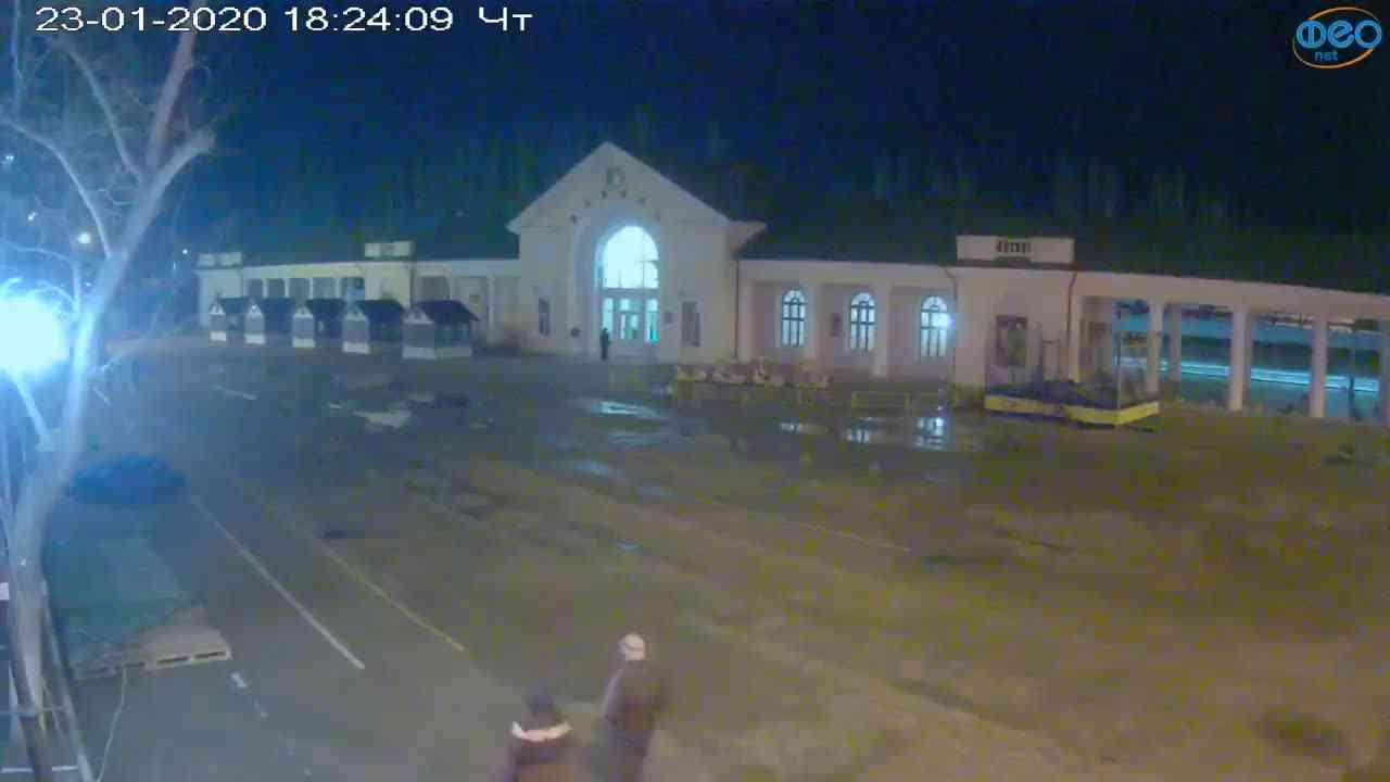 Веб-камеры Феодосии, Привокзальная площадь, 2020-01-23 18:25:07