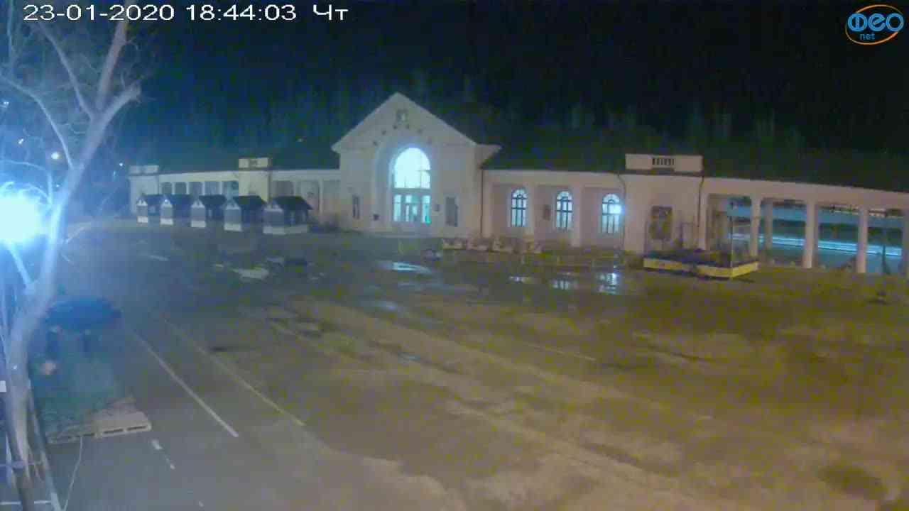 Веб-камеры Феодосии, Привокзальная площадь, 2020-01-23 18:45:07
