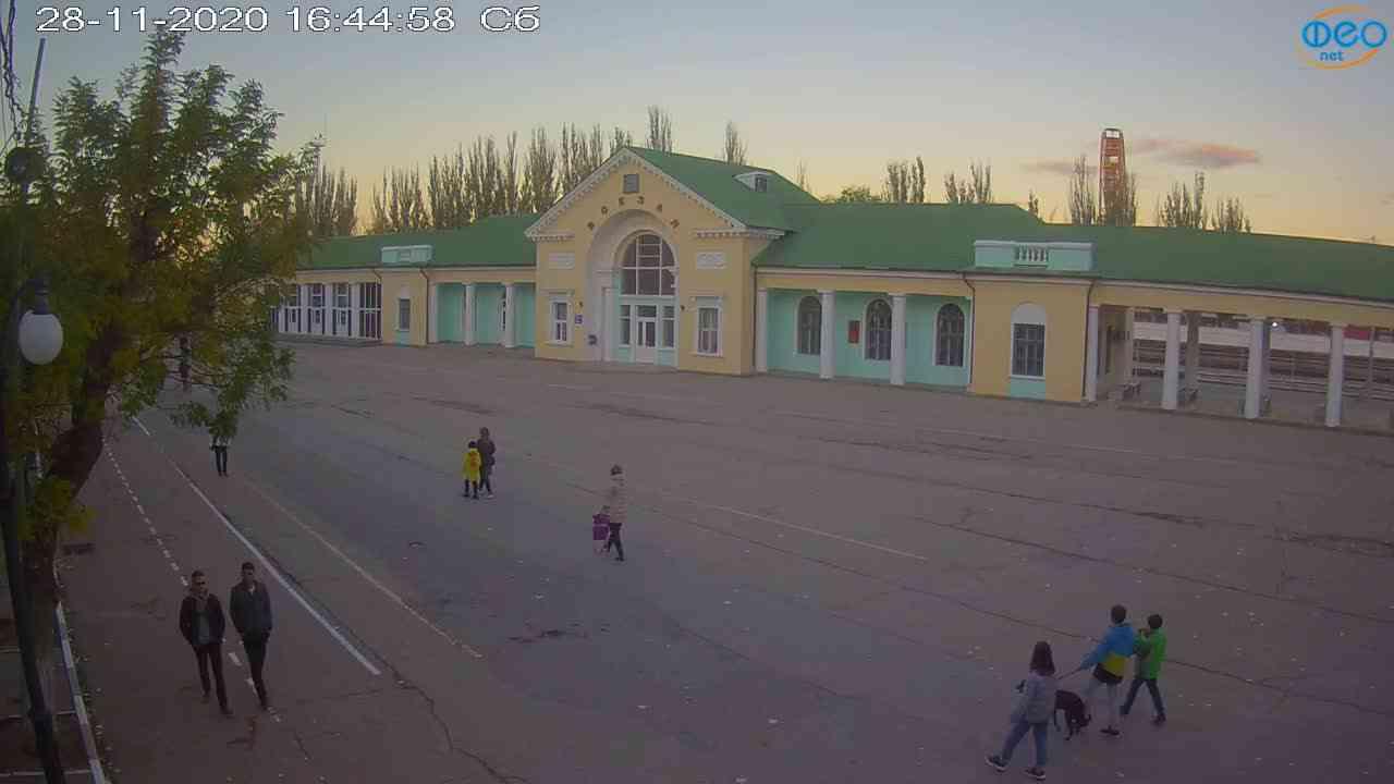 Веб-камеры Феодосии, Привокзальная площадь, 2020-11-28 16:45:05