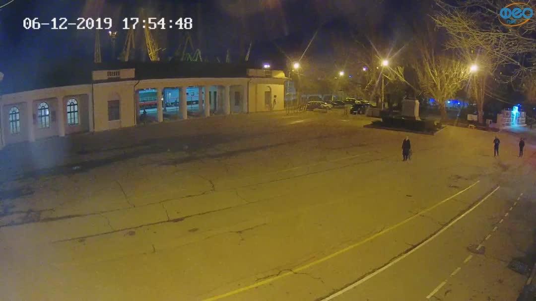 Веб-камеры Феодосии, Привокзальная площадь 2, 2019-12-06 17:55:11