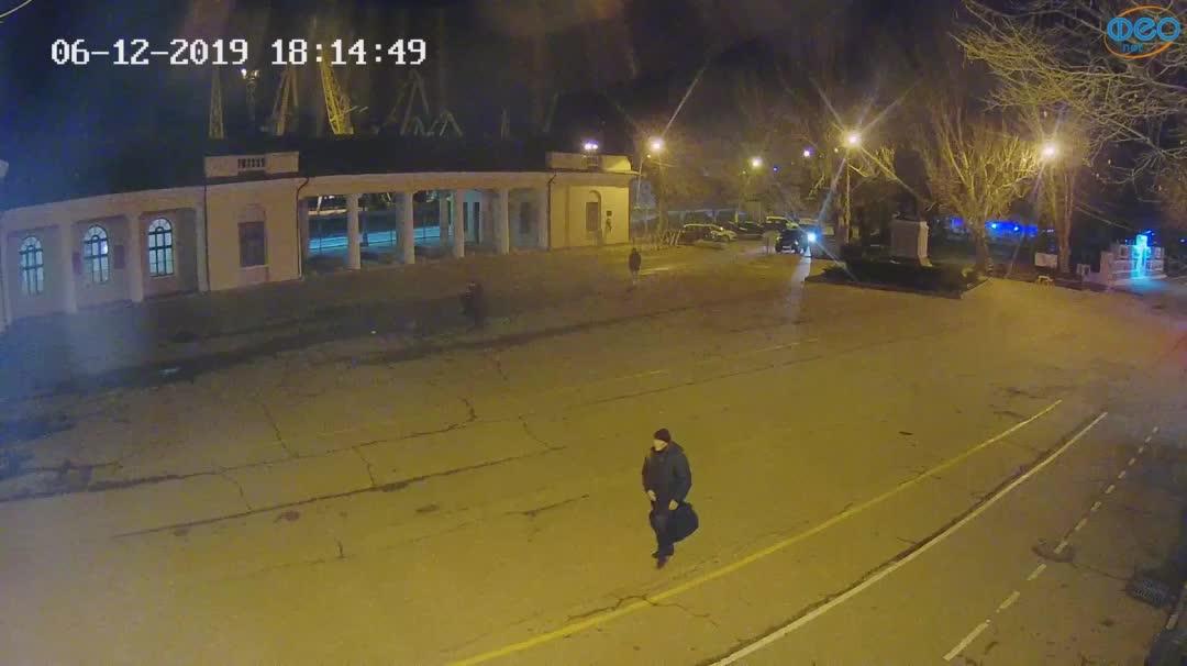 Веб-камеры Феодосии, Привокзальная площадь 2, 2019-12-06 18:15:11