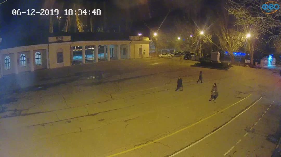 Веб-камеры Феодосии, Привокзальная площадь 2, 2019-12-06 18:35:11