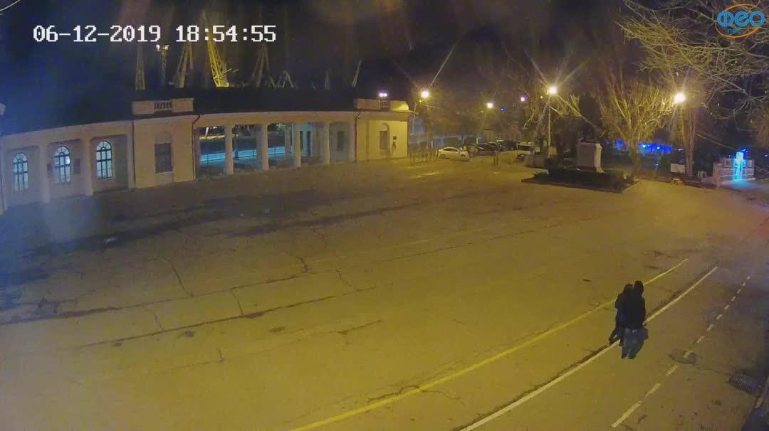 Веб-камеры Феодосии, Привокзальная площадь 2, 2019-12-06 18:55:20
