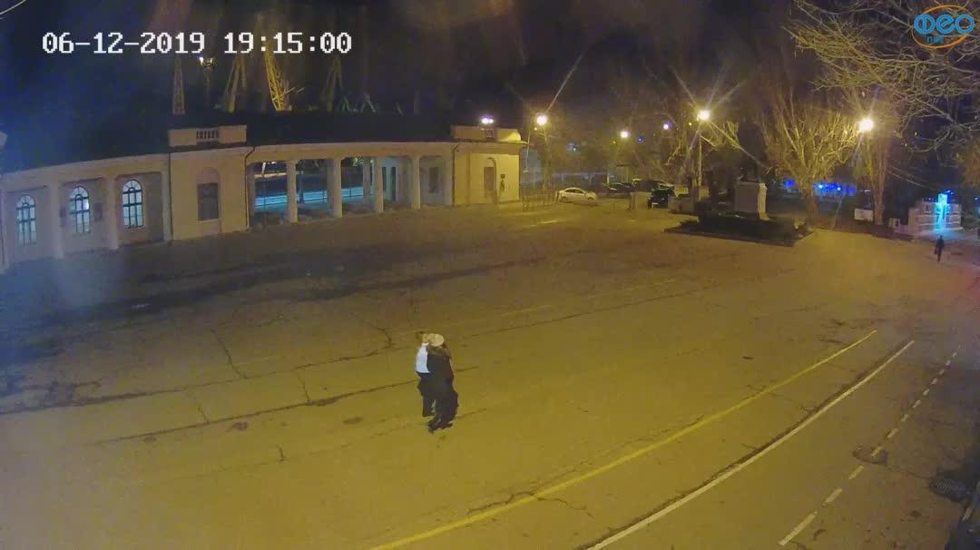 Веб-камеры Феодосии, Привокзальная площадь 2, 2019-12-06 19:15:22