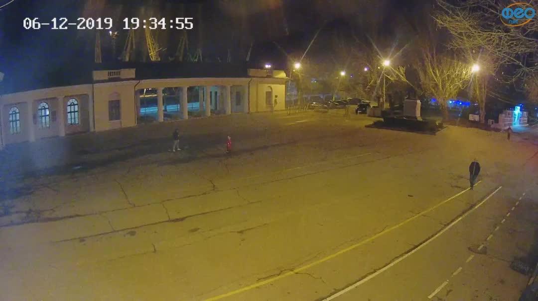 Веб-камеры Феодосии, Привокзальная площадь 2, 2019-12-06 19:35:21