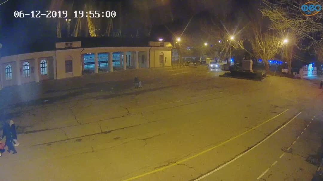 Веб-камеры Феодосии, Привокзальная площадь 2, 2019-12-06 19:55:24