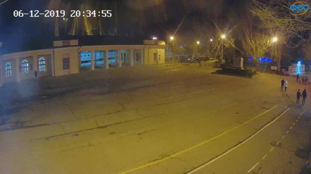 Веб-камеры Феодосии, Привокзальная площадь 2, 2019-12-06 20:35:22