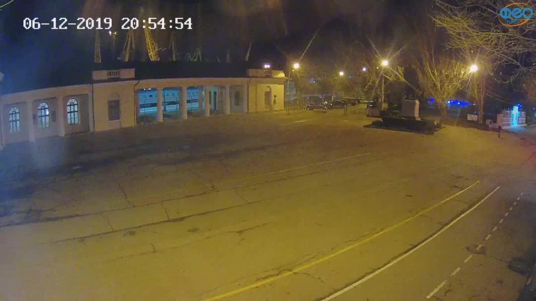 Веб-камеры Феодосии, Привокзальная площадь 2, 2019-12-06 20:55:21