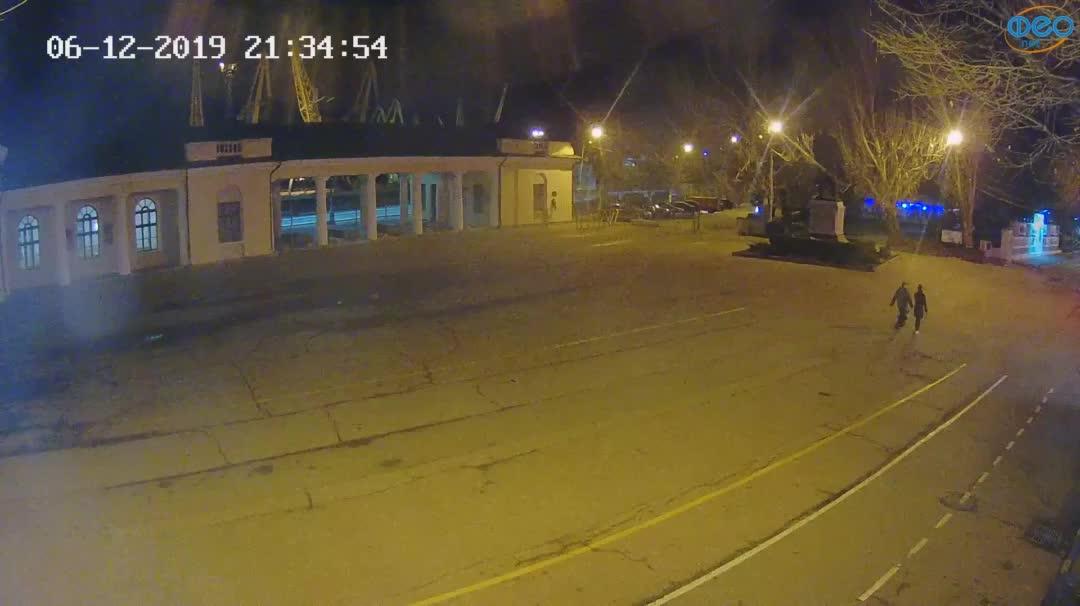 Веб-камеры Феодосии, Привокзальная площадь 2, 2019-12-06 21:35:19