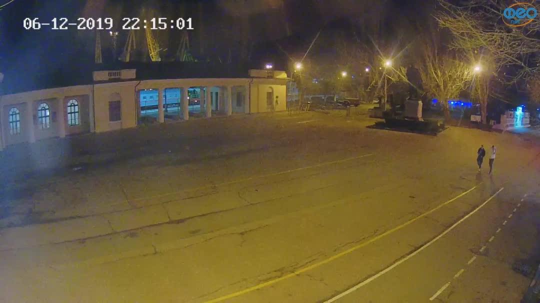 Веб-камеры Феодосии, Привокзальная площадь 2, 2019-12-06 22:15:25