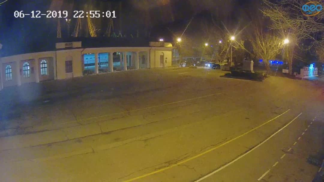Веб-камеры Феодосии, Привокзальная площадь 2, 2019-12-06 22:55:24