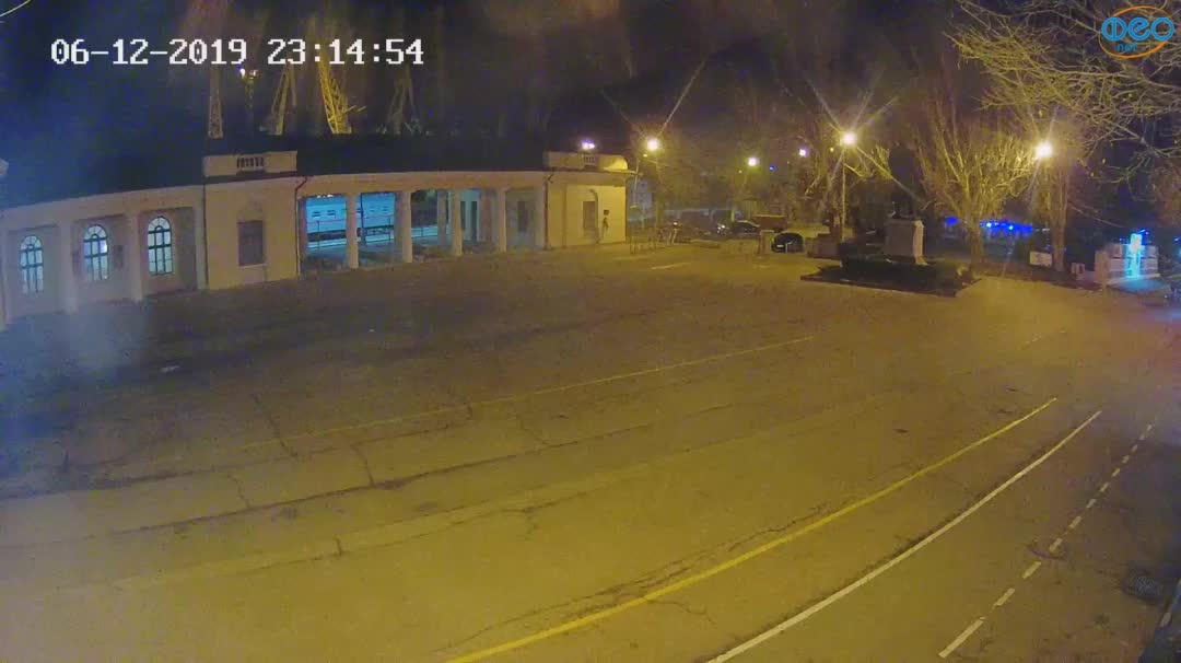 Веб-камеры Феодосии, Привокзальная площадь 2, 2019-12-06 23:15:21