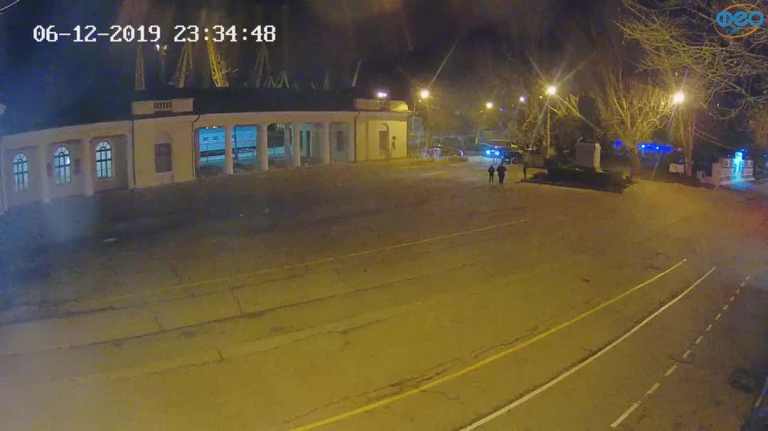 Веб-камеры Феодосии, Привокзальная площадь 2, 2019-12-06 23:35:11