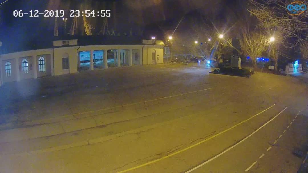Веб-камеры Феодосии, Привокзальная площадь 2, 2019-12-06 23:55:21