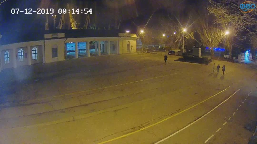 Веб-камеры Феодосии, Привокзальная площадь 2, 2019-12-07 00:15:21