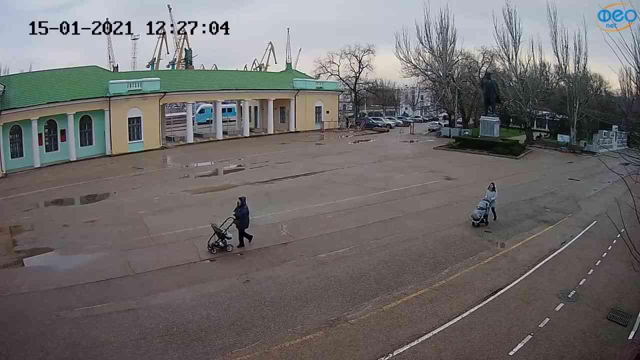 Веб-камеры Феодосии, Привокзальная площадь 2, 2021-01-15 12:27:17