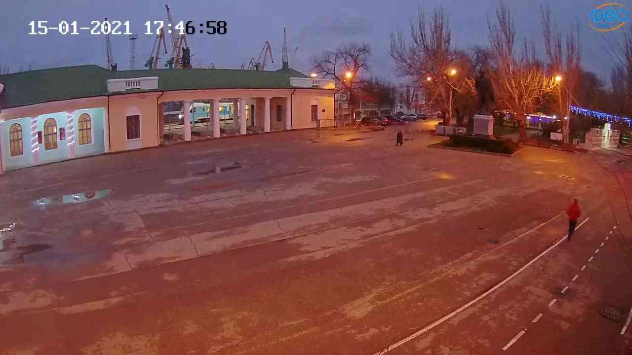 Веб-камеры Феодосии, Привокзальная площадь 2, 2021-01-15 17:47:09