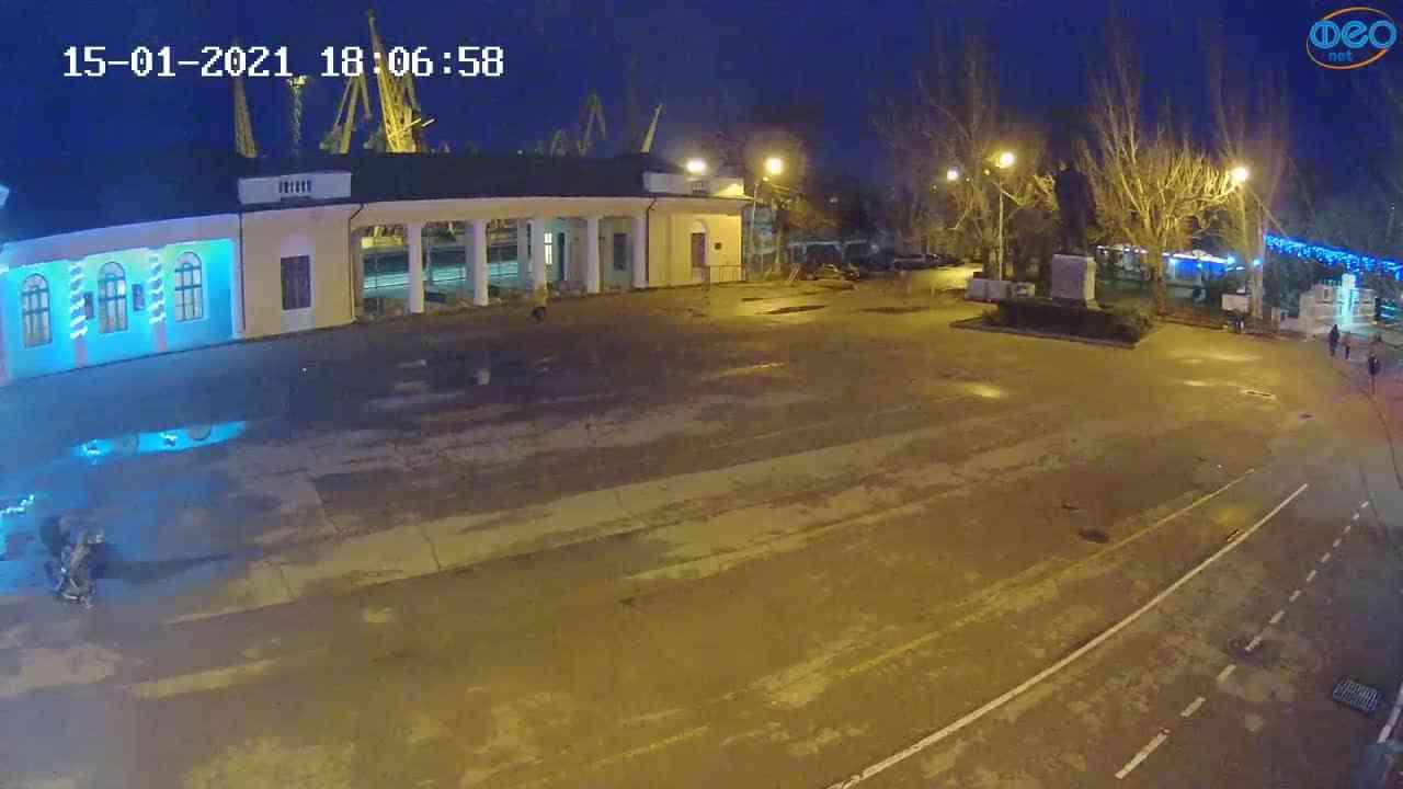 Веб-камеры Феодосии, Привокзальная площадь 2, 2021-01-15 18:07:11