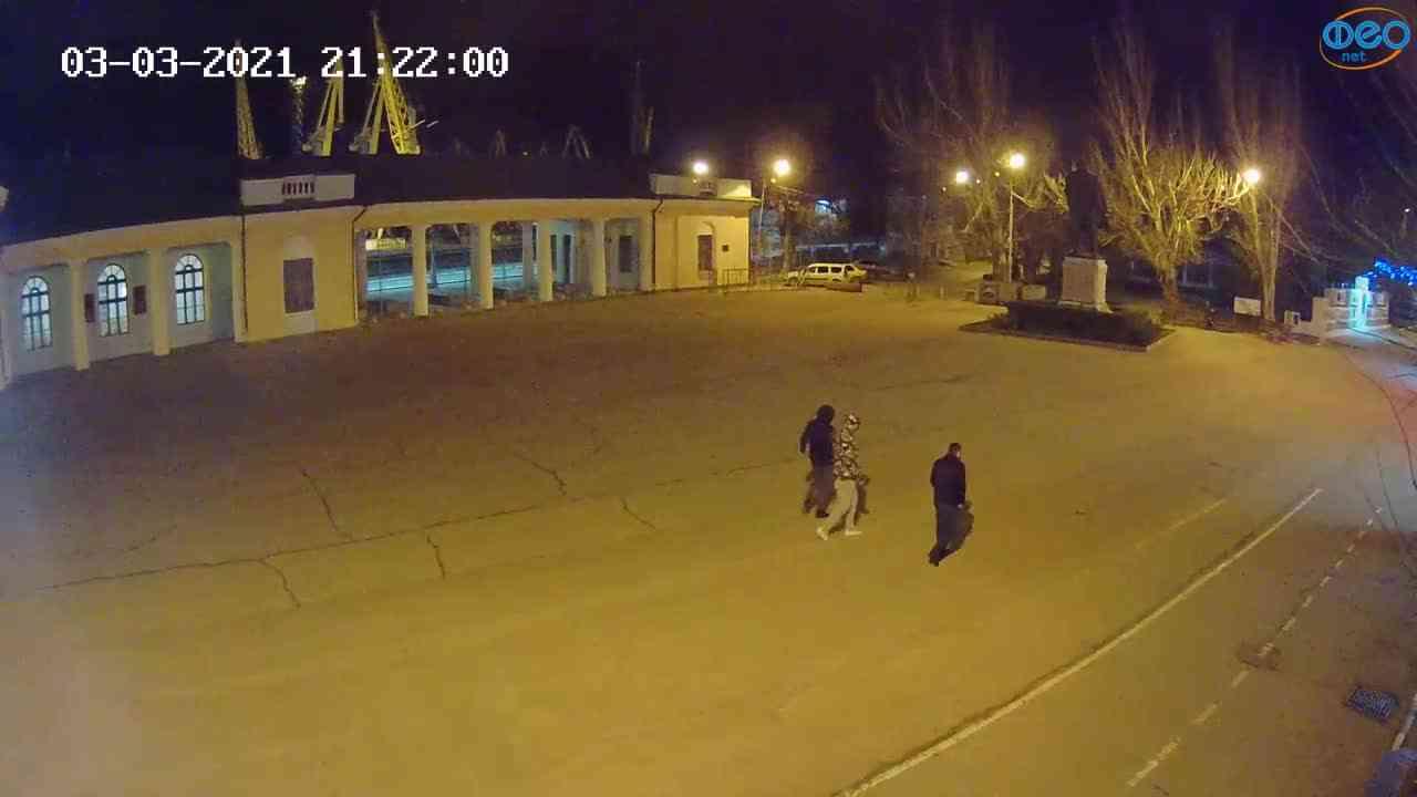 Веб-камеры Феодосии, Привокзальная площадь 2, 2021-03-03 21:22:09