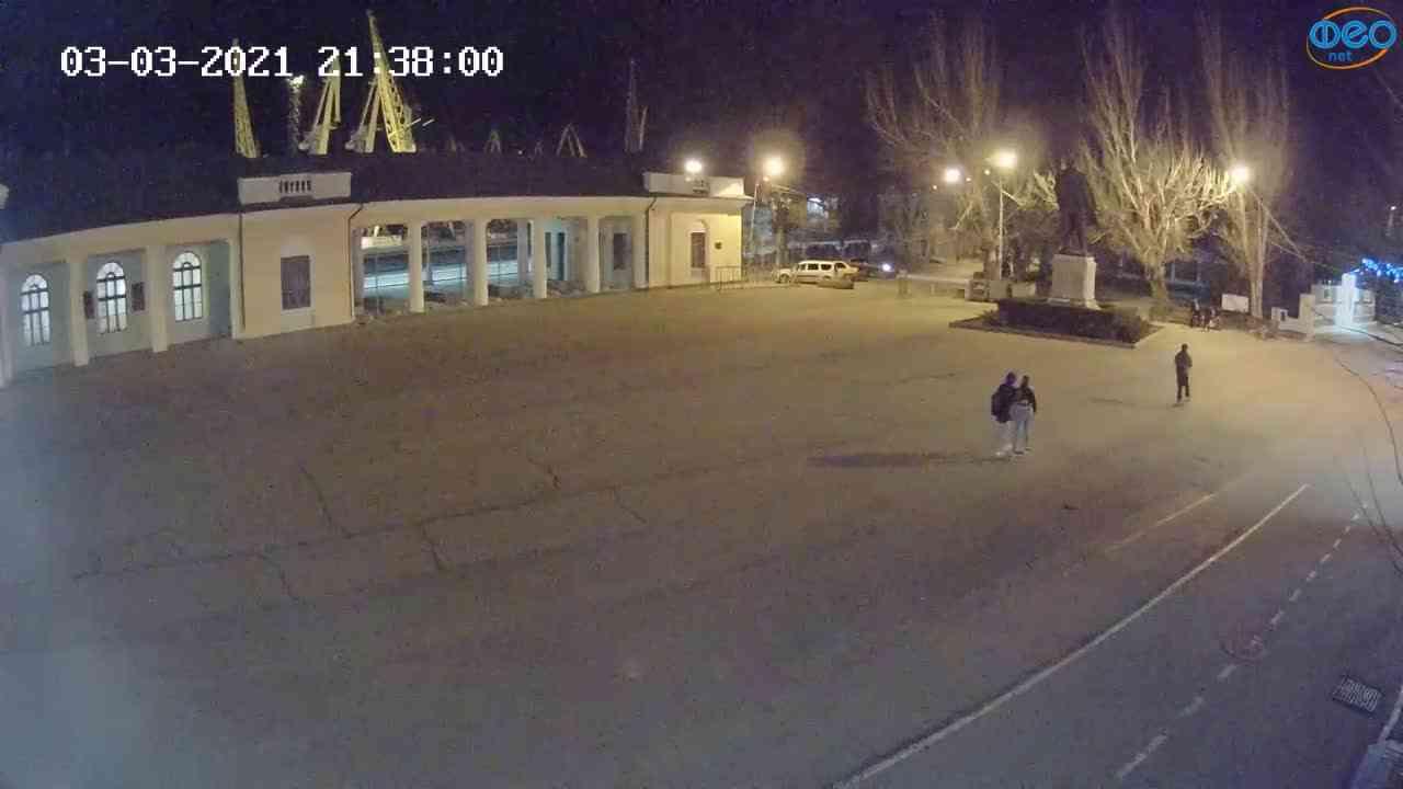 Веб-камеры Феодосии, Привокзальная площадь 2, 2021-03-03 21:38:13