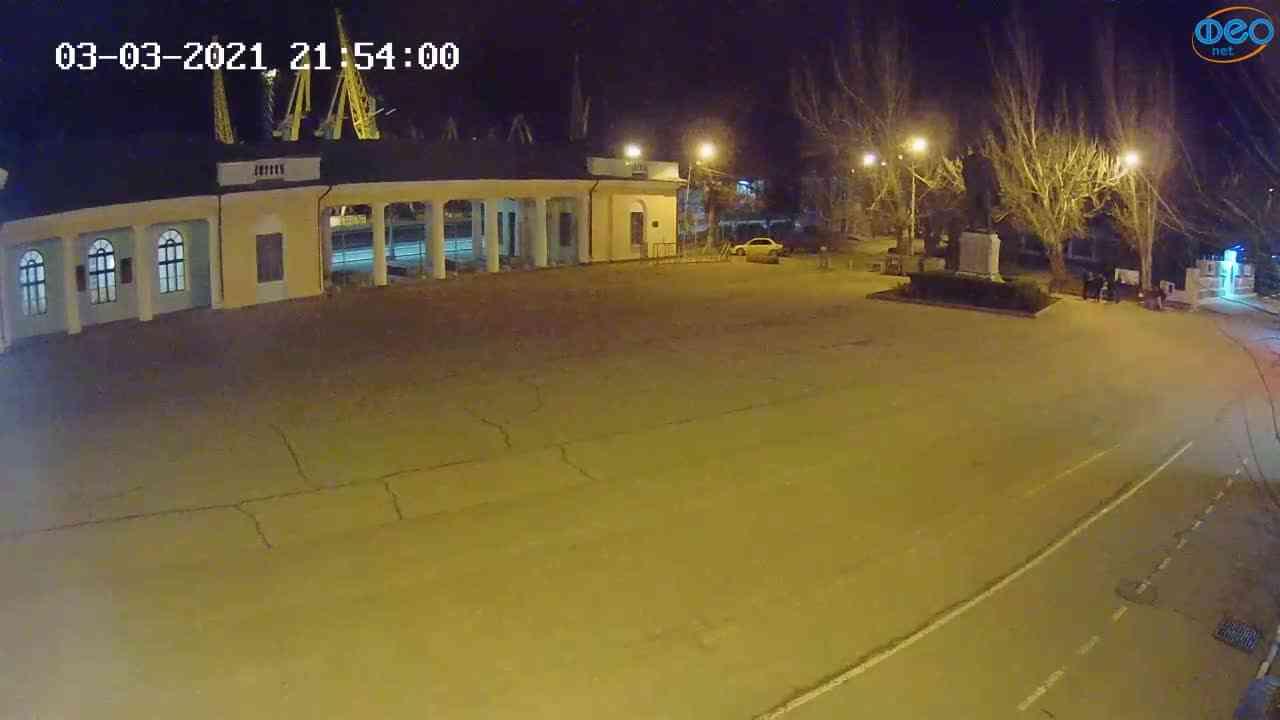 Веб-камеры Феодосии, Привокзальная площадь 2, 2021-03-03 21:54:09