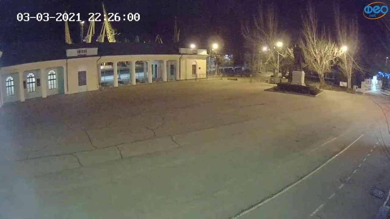 Веб-камеры Феодосии, Привокзальная площадь 2, 2021-03-03 22:26:08