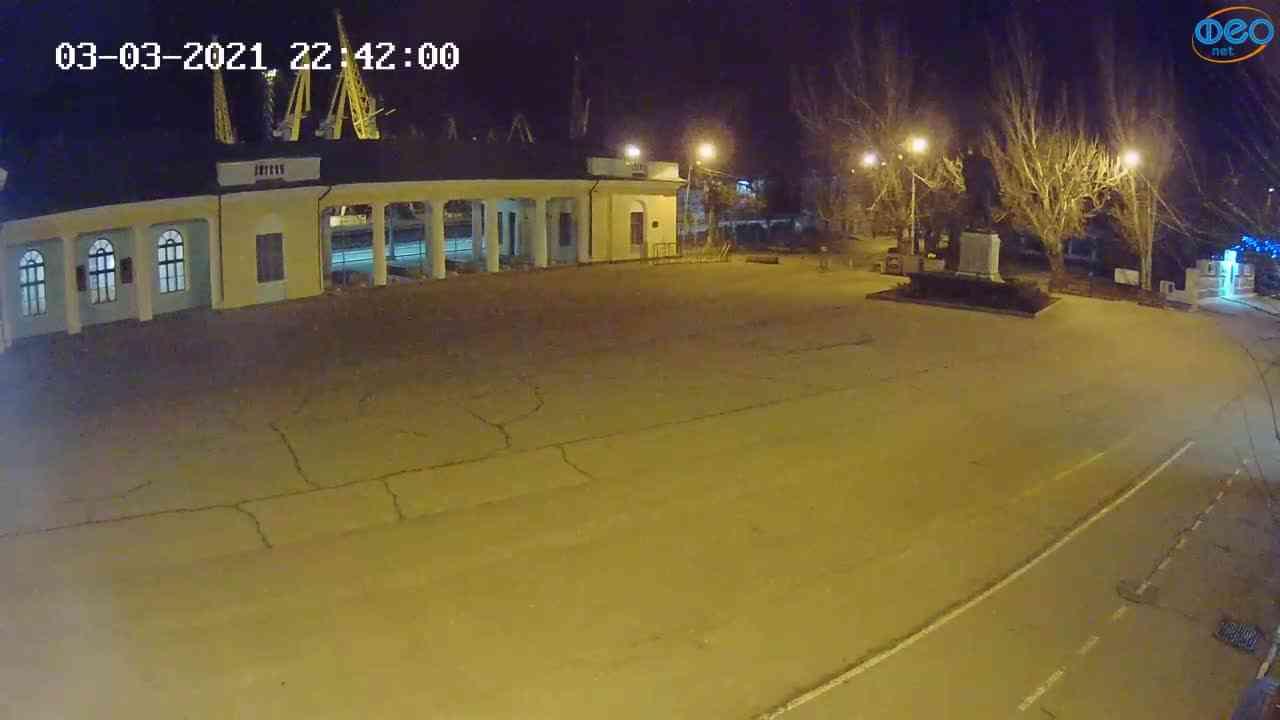 Веб-камеры Феодосии, Привокзальная площадь 2, 2021-03-03 22:42:09
