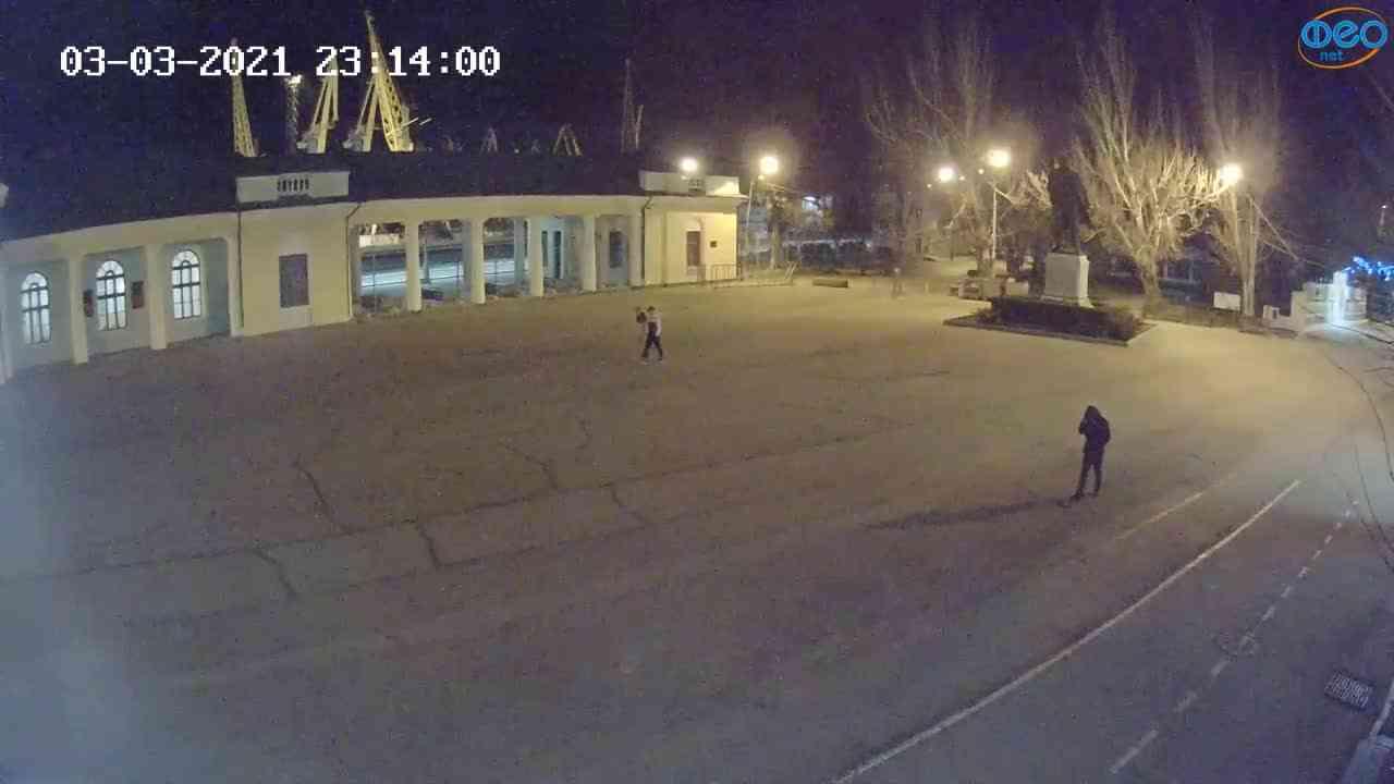 Веб-камеры Феодосии, Привокзальная площадь 2, 2021-03-03 23:14:09