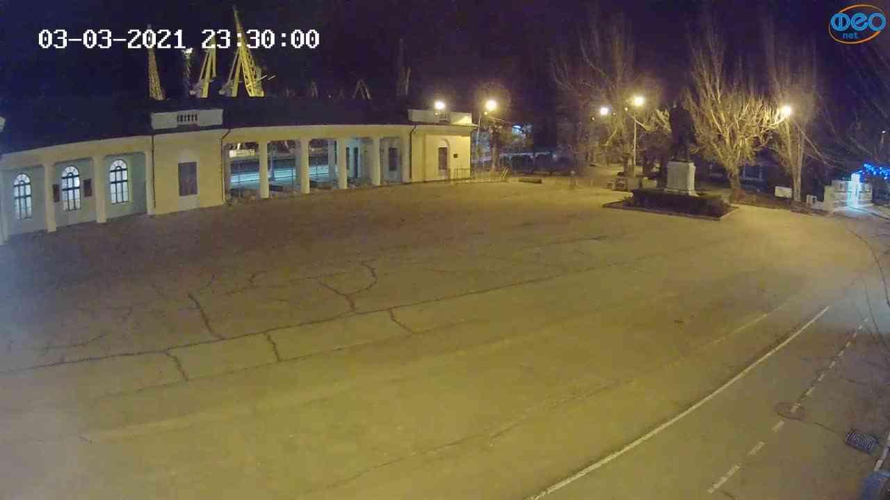 Веб-камеры Феодосии, Привокзальная площадь 2, 2021-03-03 23:30:09