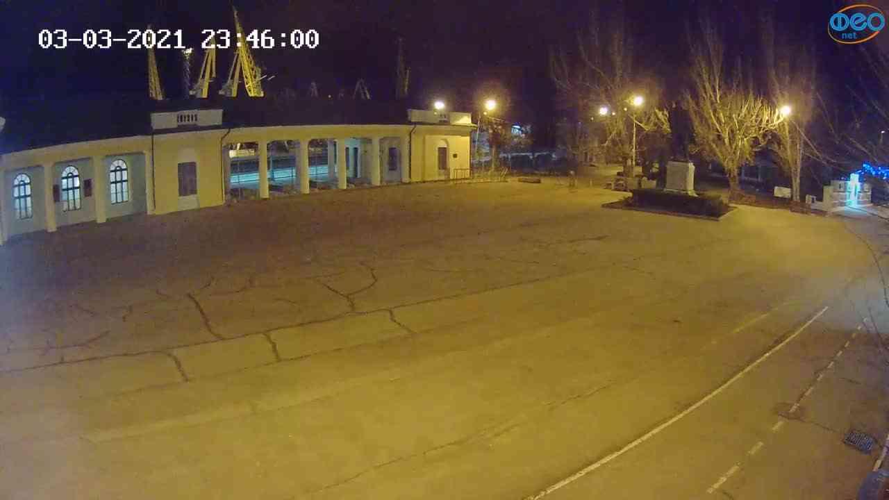 Веб-камеры Феодосии, Привокзальная площадь 2, 2021-03-03 23:46:10